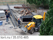 Tyumen, Russia, August 20, 2020: Replacing old rusty water pipes with new ones. Редакционное фото, фотограф Землянникова Вероника / Фотобанк Лори