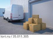 Delivery van with a paper box near warehouse, 3d rendering. Стоковая иллюстрация, иллюстратор Дмитрий Кутлаев / Фотобанк Лори
