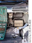 Dirt used cartridge of air filter, maintenance item, close up view. Стоковое фото, фотограф Кекяляйнен Андрей / Фотобанк Лори