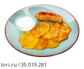 Potato pancakes with sour cream and sausage. Стоковое фото, фотограф Яков Филимонов / Фотобанк Лори