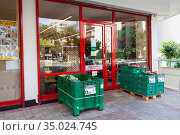 The Sok grocery store is in downtown of city. The entrance. The SOK Markets was established by the Migros Ticaret as small convenient shop chain. Alanya, Turkey (2020 год). Редакционное фото, фотограф Кекяляйнен Андрей / Фотобанк Лори