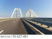 Крымский мост через Керченский пролив в солнечный день (2019 год). Стоковое фото, фотограф Наталья Гармашева / Фотобанк Лори