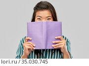 happy asian woman hiding behind. Стоковое фото, фотограф Syda Productions / Фотобанк Лори