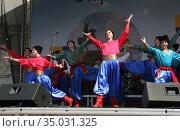 Украинский народный коллектив на сцене - казаки (2019 год). Редакционное фото, фотограф Марина Шатерова / Фотобанк Лори
