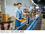 Bicycle factory, assembly line, chain installation. Стоковое фото, фотограф Tryapitsyn Sergiy / Фотобанк Лори