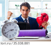Man with boxing gloves in the office. Стоковое фото, фотограф Elnur / Фотобанк Лори
