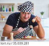Chef cook cooking a meal breakfast dinner in the kitchen. Стоковое фото, фотограф Elnur / Фотобанк Лори
