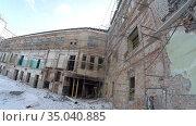 Inside the abandoned and ruined factory (production site, enterprise) Стоковое видео, видеограф Mikhail Erguine / Фотобанк Лори