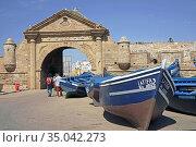 Boats una port gate, visitors. Стоковое фото, фотограф Ignacy Wojciech Pilch / age Fotostock / Фотобанк Лори