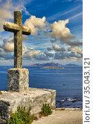 Monterreal castle, Cies Islands in the background, Baiona, Pontevedra... Стоковое фото, фотограф Javier Larrea / age Fotostock / Фотобанк Лори