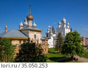 Rostov Kremlin, Hodegetria Church and the Church of the Resurrection of Christ (2019 год). Редакционное фото, фотограф Юлия Бабкина / Фотобанк Лори