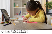 little girl drawing with coloring pencils at home. Стоковое видео, видеограф Syda Productions / Фотобанк Лори
