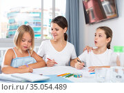 Mother and two children together with wax crayons. Стоковое фото, фотограф Яков Филимонов / Фотобанк Лори