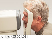 Man in ophthalmological clinic. Стоковое фото, фотограф Юлия Бабкина / Фотобанк Лори