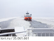 Ferryboat Piret floats through the ice floes in strait. Route from Virtsu mainland to Kuivastu, Muhu island. TS Laevad is an Estonian company operates two routes in Baltic Sea. Estonia (2018 год). Редакционное фото, фотограф Кекяляйнен Андрей / Фотобанк Лори