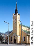 Яановская лютеранская церковь на площади Свободы в Таллине, Эстония (2018 год). Редакционное фото, фотограф Кекяляйнен Андрей / Фотобанк Лори
