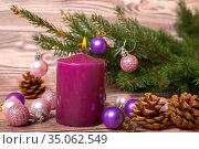 Christmas tree baubles and burning candle. Стоковое фото, фотограф Юлия Бабкина / Фотобанк Лори
