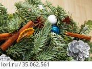Christmas wreath details with Christmas tree baubles and spices. Стоковое фото, фотограф Юлия Бабкина / Фотобанк Лори