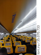 Schoenefeld, Germany, People in an aircraft cabin of Ryanair (2019 год). Редакционное фото, агентство Caro Photoagency / Фотобанк Лори