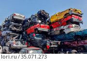 End-of-life vehicles at a scrap yard, Bottrop, North Rhine-Westphalia, Germany. Редакционное фото, агентство Caro Photoagency / Фотобанк Лори