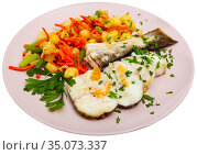 Sliced fried codfish served with potatoes and carrots. Стоковое фото, фотограф Яков Филимонов / Фотобанк Лори