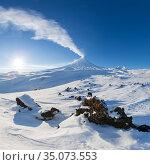 Best mountain travel destination for active vacation in winter season, snowy volcanic landscape, beauty eruption active volcano. Стоковое фото, фотограф А. А. Пирагис / Фотобанк Лори