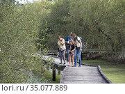 Decouverte nature en compagnie de la guide naturaliste Sarah dans... Редакционное фото, фотограф Christian Goupi / age Fotostock / Фотобанк Лори