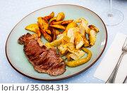 Veal steak with grilled potato and artichokes. Стоковое фото, фотограф Яков Филимонов / Фотобанк Лори
