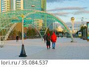 City landscape at sunset. Nur Sultan Center. Нур-Султан, Казахстан. Редакционное фото, фотограф Валерия Попова / Фотобанк Лори