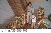 Mom and son descend the wooden. Стоковое видео, видеограф Потийко Сергей / Фотобанк Лори