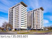 Warsaw, Mazovia / Poland - 2020/04/18: Newly developed twin towers... Редакционное фото, фотограф bialorucki bernard / age Fotostock / Фотобанк Лори