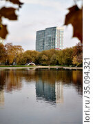Autumn pond in the city. Стоковое фото, фотограф Азат Хайрутдинов / Фотобанк Лори