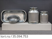 Aluminum household goods and tools for the home, bathtub, trough, basin, flask, milk can, retro style metal objects. Стоковое фото, фотограф Светлана Евграфова / Фотобанк Лори