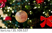 golden christmas ball or decoration on fir tree. Стоковое видео, видеограф Syda Productions / Фотобанк Лори