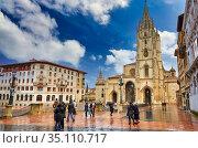Cathedral, Plaza Alfonso II El Casto, Oviedo, Asturias, Spain, Europe (2013 год). Редакционное фото, фотограф Javier Larrea / age Fotostock / Фотобанк Лори
