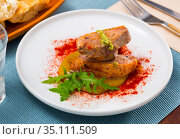 Duck breast on spicy mango sauce with arugula and smoked pepper. Стоковое фото, фотограф Яков Филимонов / Фотобанк Лори