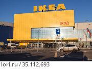 Желтое здание магазина Икеа находится в большом ТЦ MEGA. Кудрово, Дыбенко. Санкт-Петербург. Редакционное фото, фотограф Кекяляйнен Андрей / Фотобанк Лори