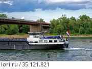 Binnenschiff, Fluß, Rhein. Стоковое фото, фотограф Bernd J. W. Fiedler / age Fotostock / Фотобанк Лори