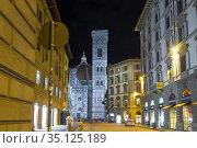 Ночная Флоренция. Вид на собор Санта-Мария-дель-Фьоре. Италия (2017 год). Редакционное фото, фотограф Виктор Карасев / Фотобанк Лори