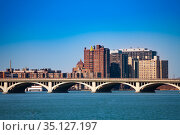 MacArthur bridge view panorama over Detroit river (2018 год). Стоковое фото, фотограф Сергей Новиков / Фотобанк Лори
