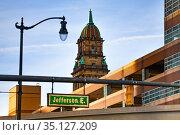 Jefferson avenue sign on the street of Detroit (2018 год). Стоковое фото, фотограф Сергей Новиков / Фотобанк Лори