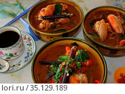 Giant Freshwater Prawn with noodle soup, Bintulu Food Market, Bintulu... Стоковое фото, фотограф Chew Chun Hian / age Fotostock / Фотобанк Лори
