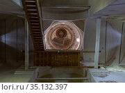 Church of the Transfiguration of the Savior, central part of the temple, Christ Pantokrator, painting of the dome, stairs up to the gallery. Стоковое фото, фотограф Олег Иванов / Фотобанк Лори
