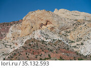 Waterpocket Fold, Navajo sandstone monocline. Capitol Reef National Park, Utah, USA. May 2020. Стоковое фото, фотограф Jeff Foott / Nature Picture Library / Фотобанк Лори
