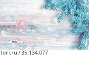 Новогодний фон, ветки ели на деревянном фоне, новогодняя открытка. Christmas background, blue winter pine tree branches on the wooden background, free space for Christmas text. Стоковое фото, фотограф Зезелина Марина / Фотобанк Лори