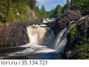 Summer landscape with Kivach waterfall on the Suna river, Karelia, Russia. Стоковое фото, фотограф Юлия Бабкина / Фотобанк Лори
