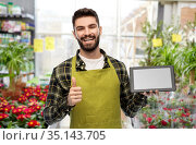 flower seller with tablet pc shows thumbs up. Стоковое фото, фотограф Syda Productions / Фотобанк Лори
