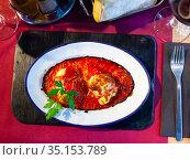 Pepper stuffed with cod brandade with gravy. Стоковое фото, фотограф Яков Филимонов / Фотобанк Лори