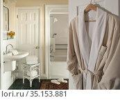 Bathroom with bathrobe and slippers, Brampton Inn, Chestertown, Maryland... Стоковое фото, фотограф Matthew Lovette / age Fotostock / Фотобанк Лори