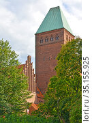 Фрагмент здания Бранденбургского музея с башней. Берлин, Германия (2017 год). Редакционное фото, фотограф Ирина Борсученко / Фотобанк Лори